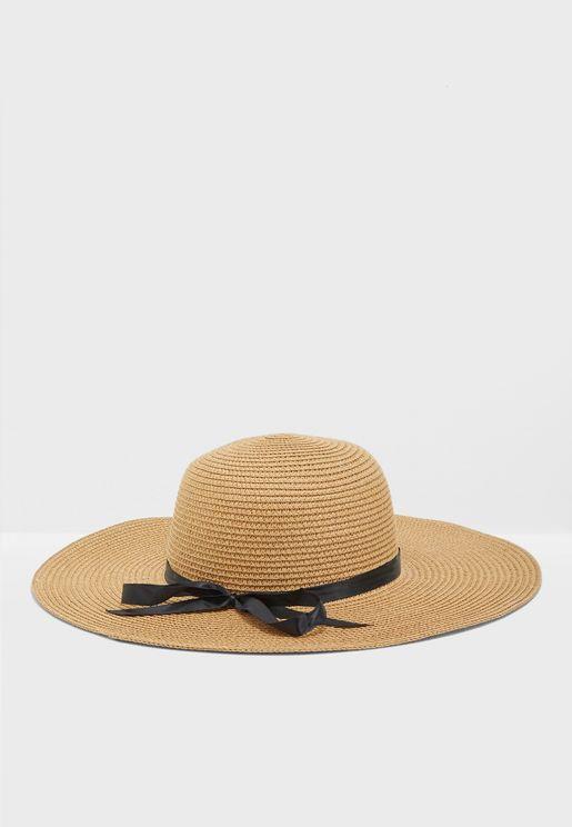قبعةمزينة بفيونكة