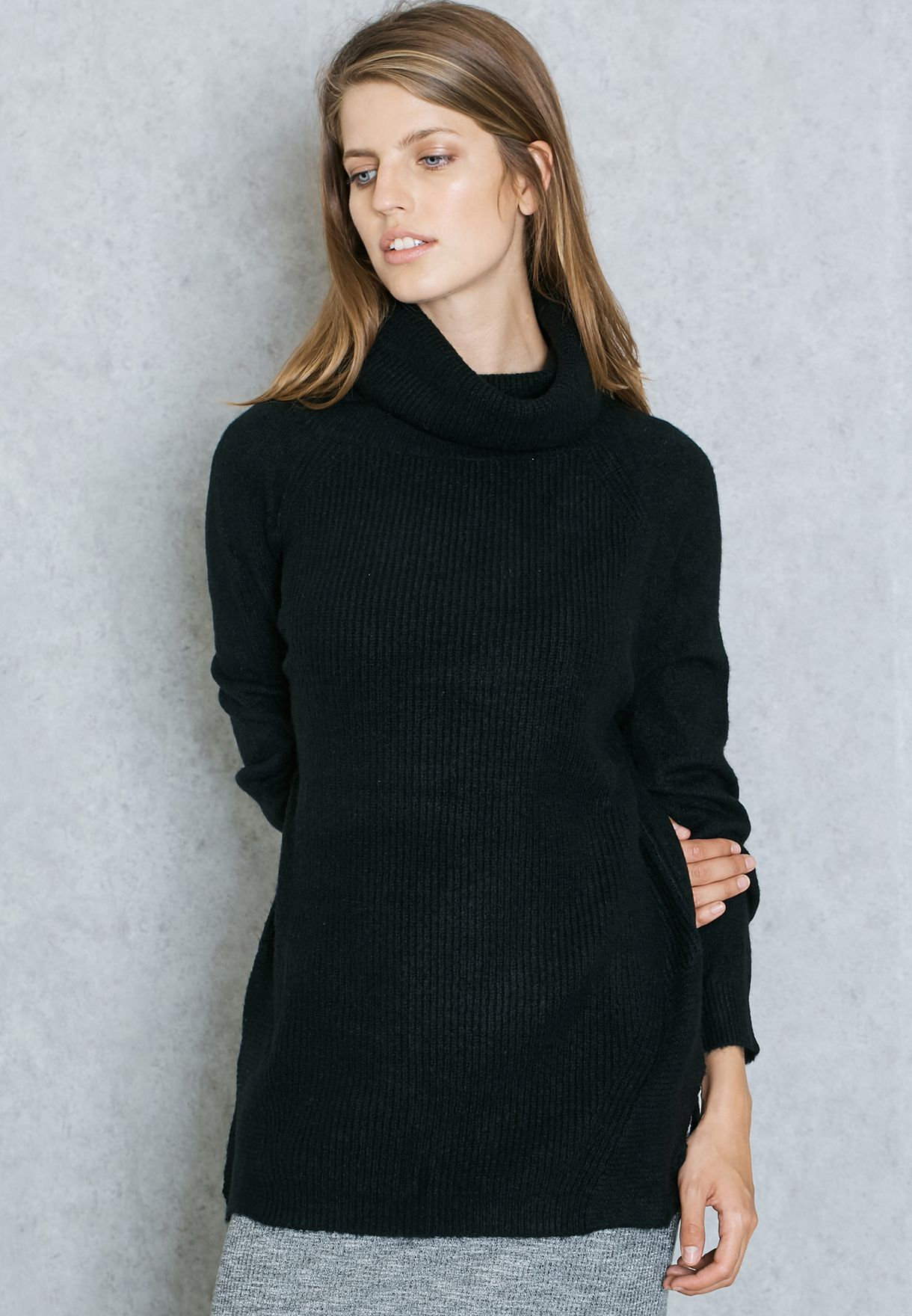 1b440fe0d Shop Mango black Oversized Roll Neck Sweater 73007544 for Women in ...