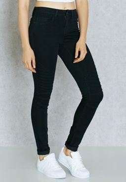 جينز بشعار الماركة