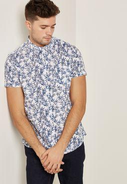 قميص بطبعات اوراق شجر