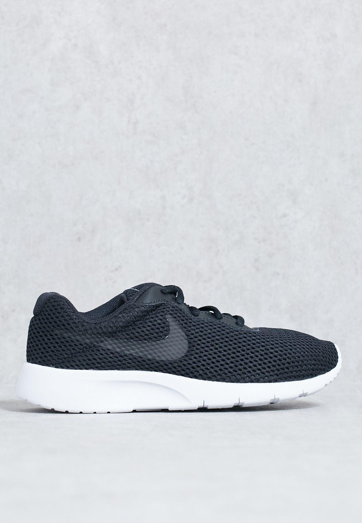 5554a97cb2 Shop Nike black Tanjun BR Youth 904268-001 for Kids in UAE ...