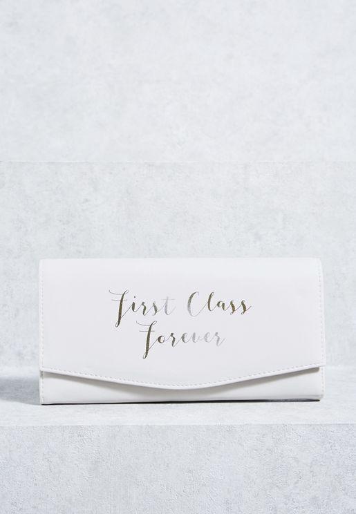 """محفظة للسفر بطبعة عبارة  """"First Class Forever"""""""