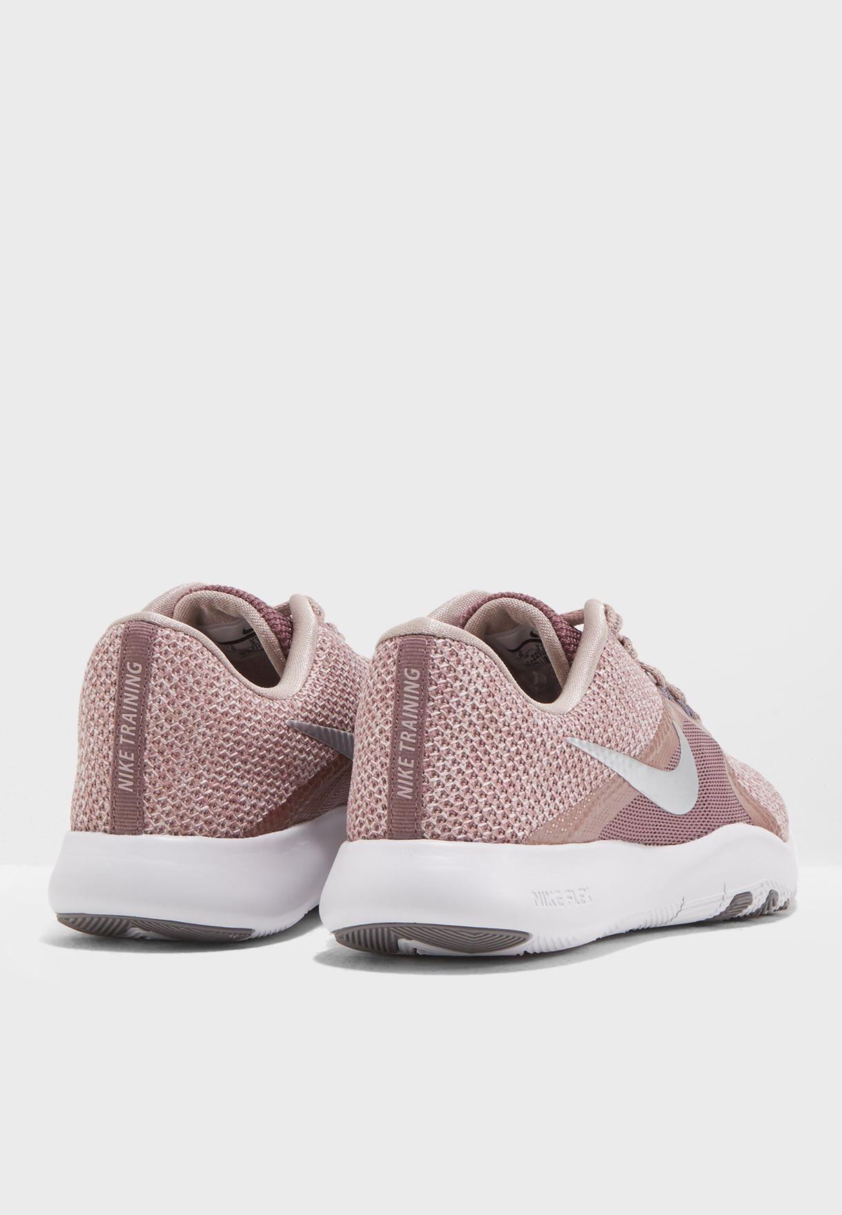 حذاء من مجموعة نايك ميتاليك شين