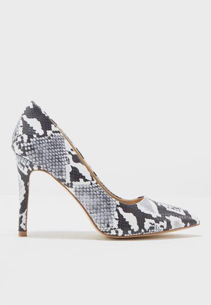 حذاء بملمس مميز