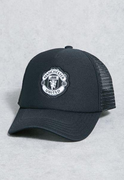 كاب بشعار مانشستر يونايتد