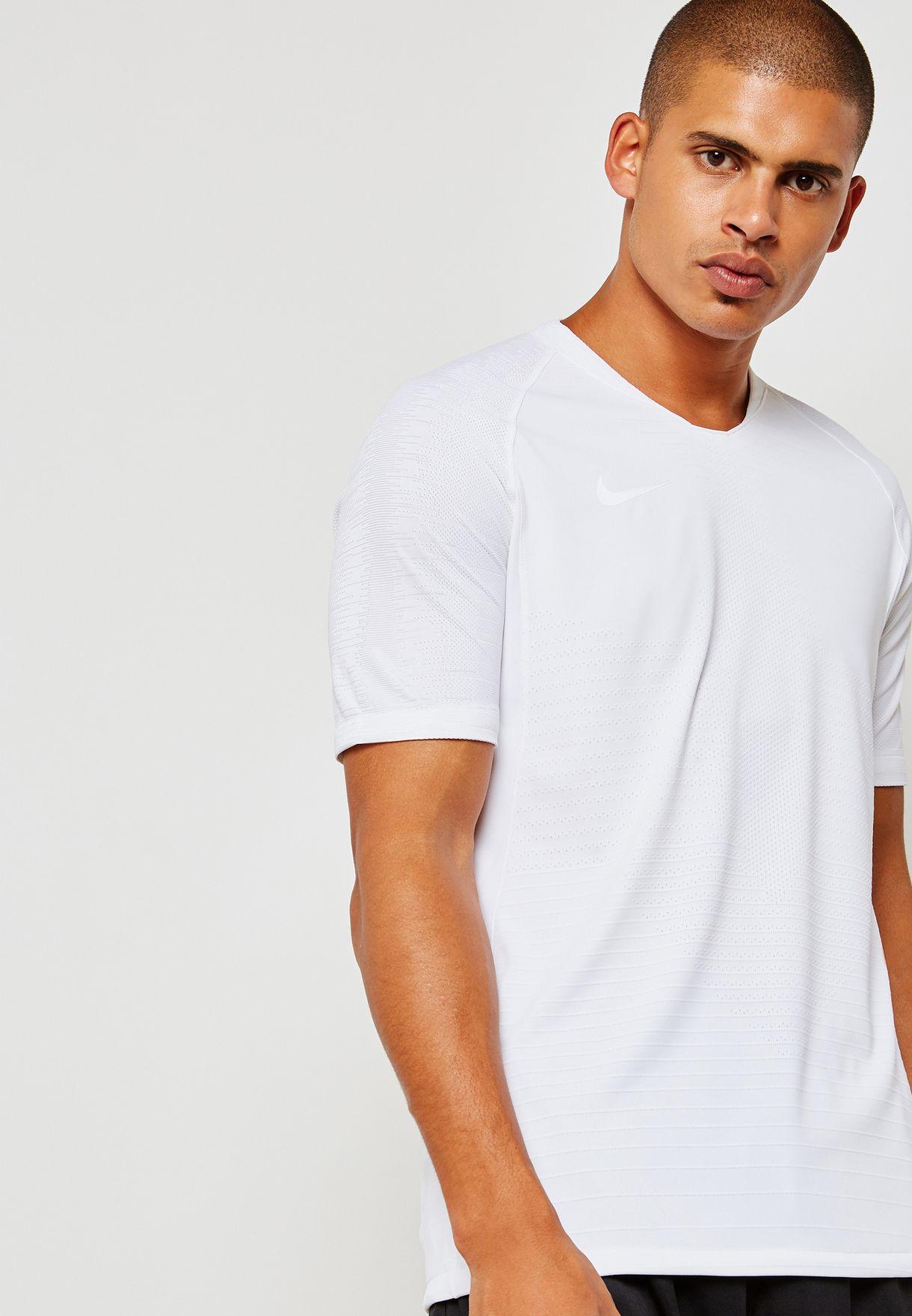 f75e0c41 Shop Nike navy Aeroswift Strike T-Shirt 892887-100 for Men in Saudi ...