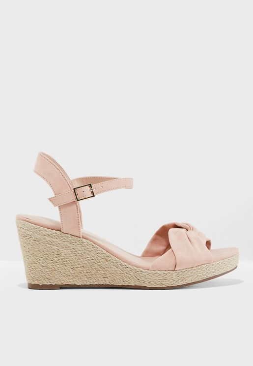 Knotted Ruffle Wedge