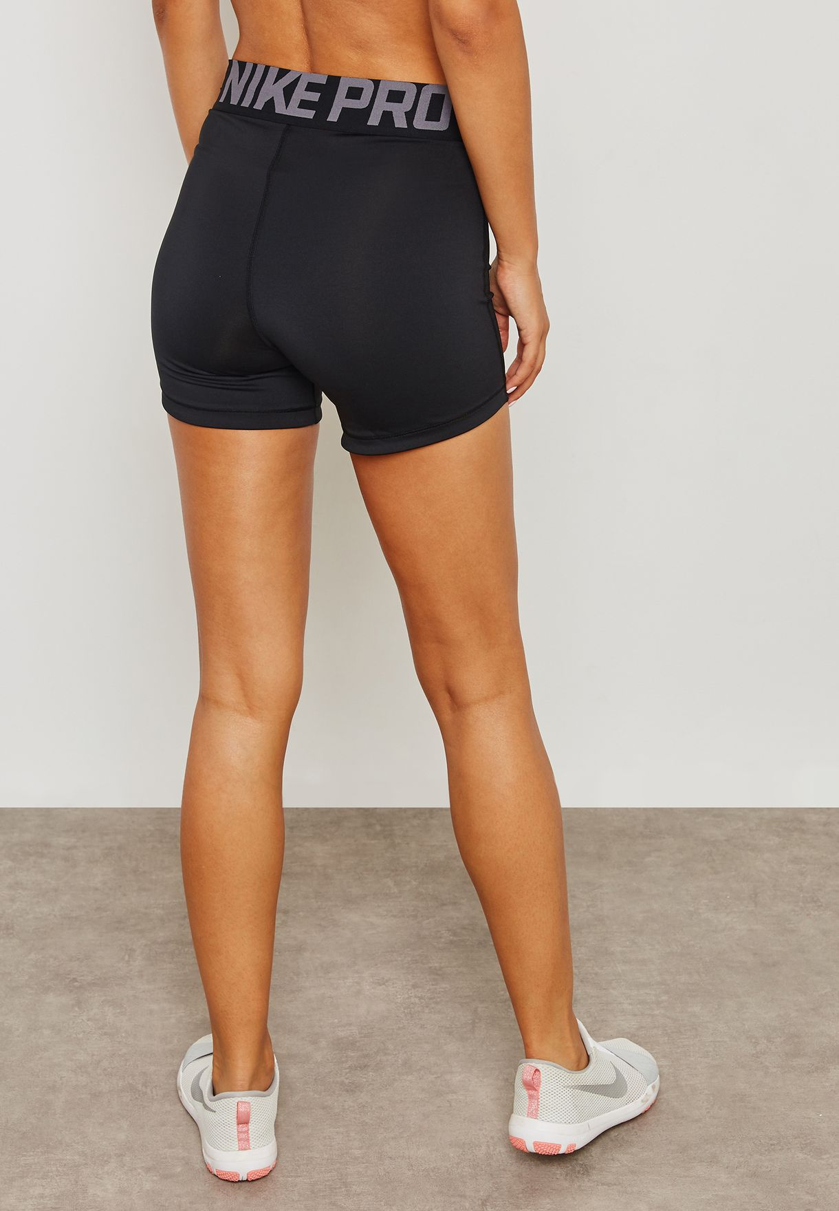 "Siempre cepillo gráfico  Buy Nike black Pro Crossover 5"" Shorts for Women in MENA, Worldwide 