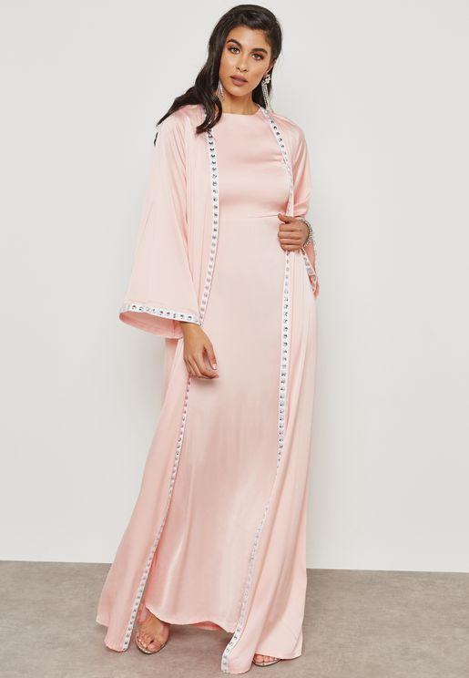 فستان مع كيب مزين باحجار