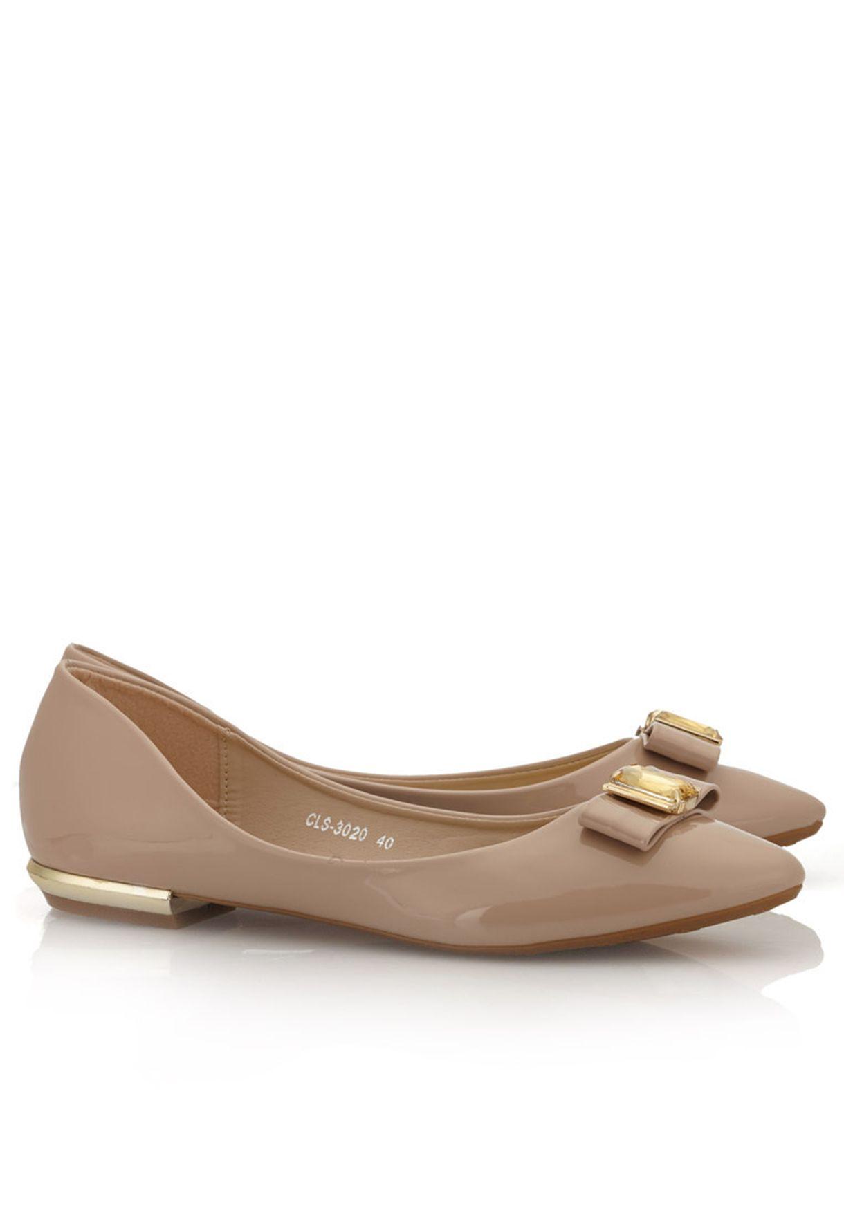 2d62a7679 تسوق حذاء فلات ببروش ماركة كلاوس لون بيج في قطر - CL530SH14MCR