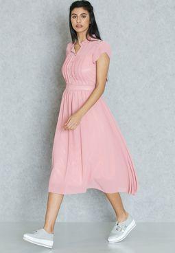 فستان بنمط كشكش أعلى الصدر والأكمام