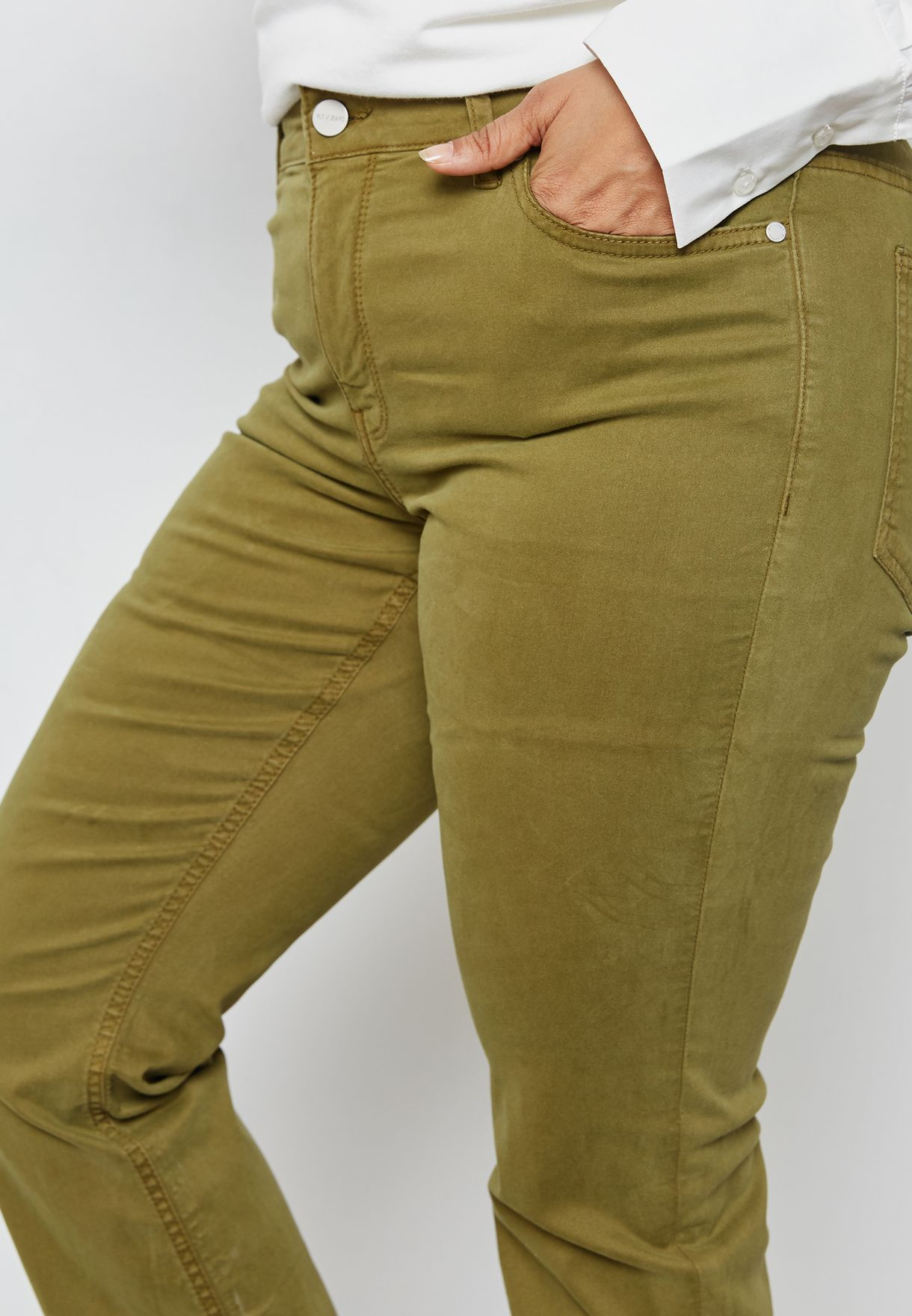 جينز بضربات خفيفة