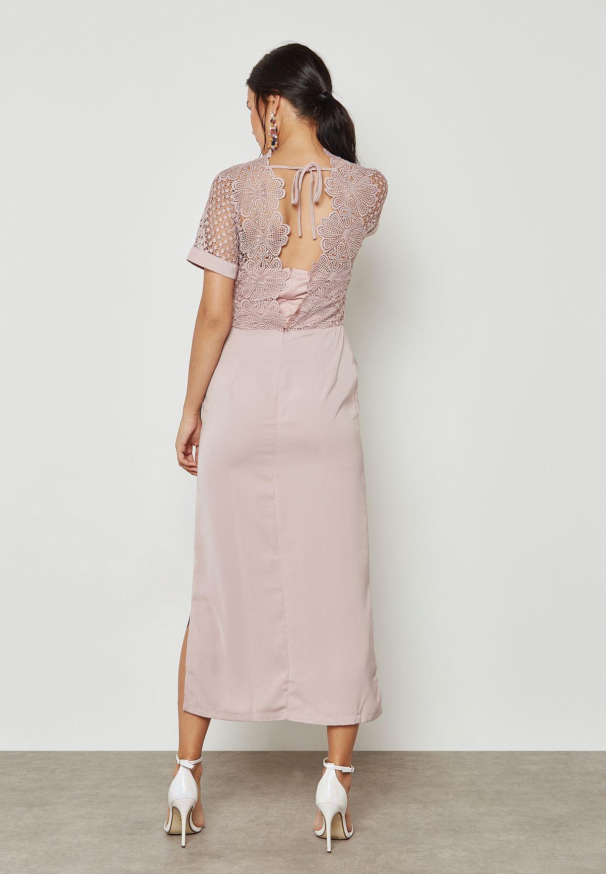فستان مكسي بأجزاء دانتيل كروشيه