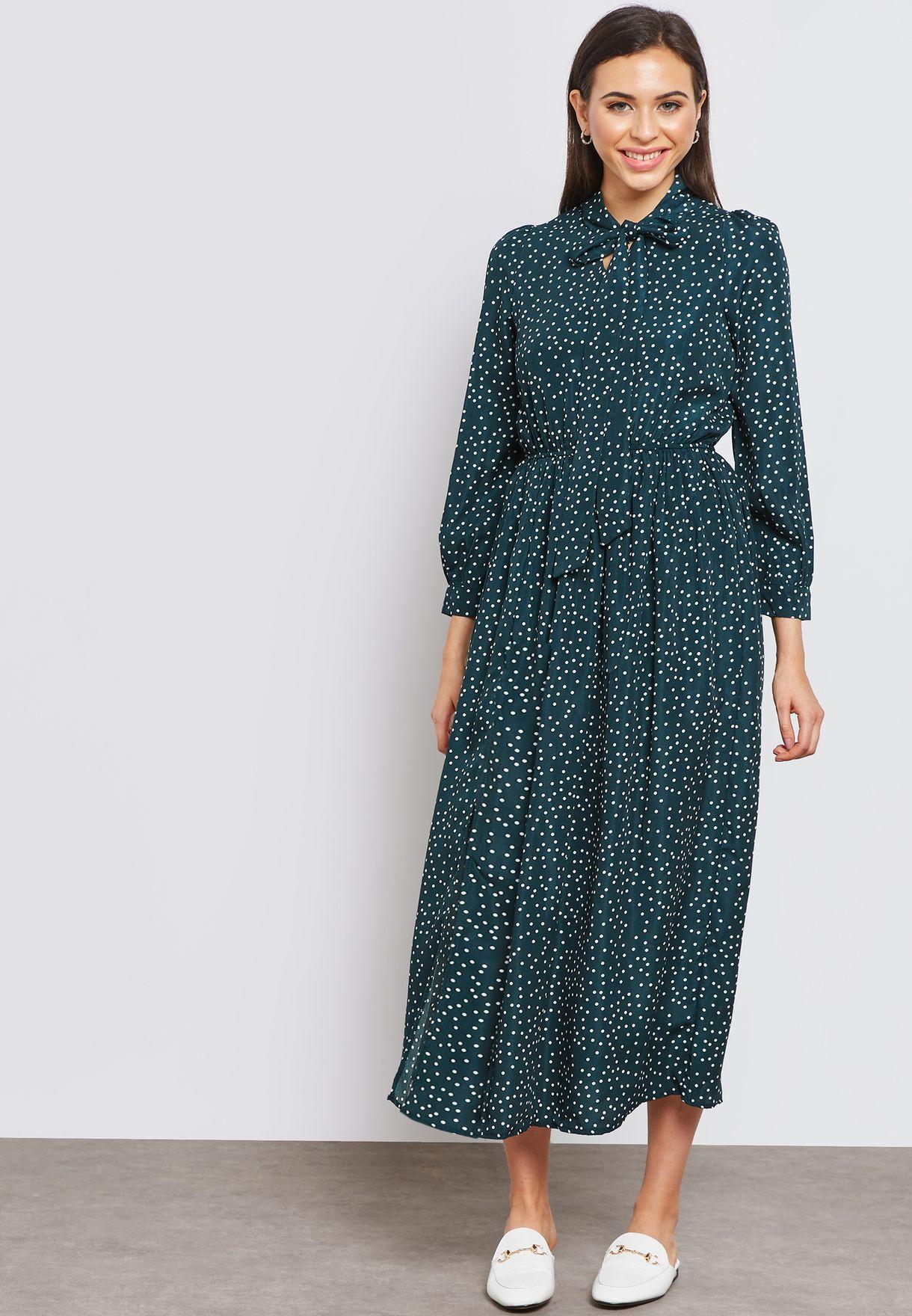 فستان بطبعات نقاط بولكا واربطة على الياقة