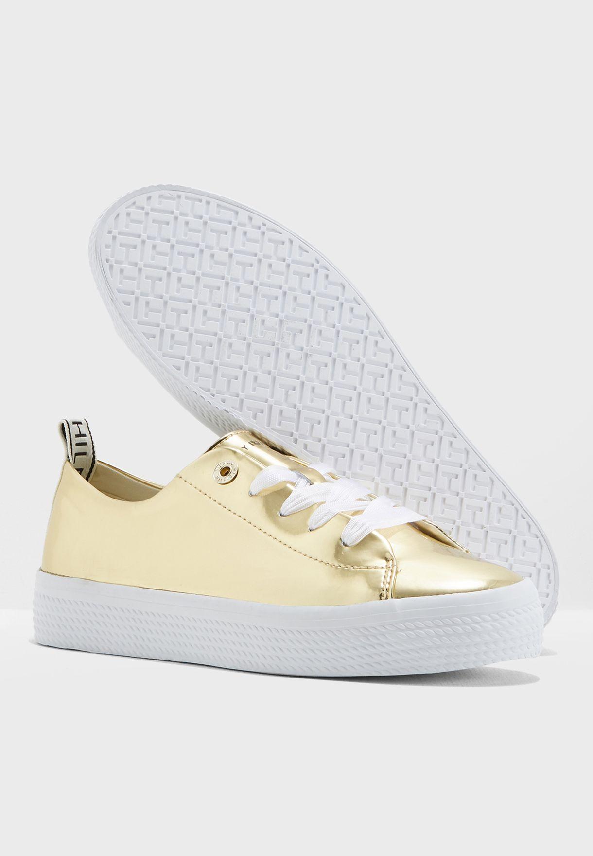 حذاء سنيكرز ميتاليك
