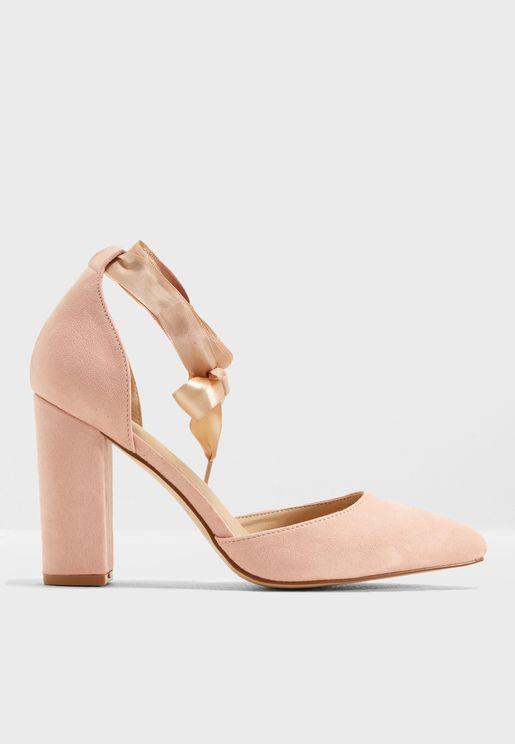 حذاء عريض بكعب سميك