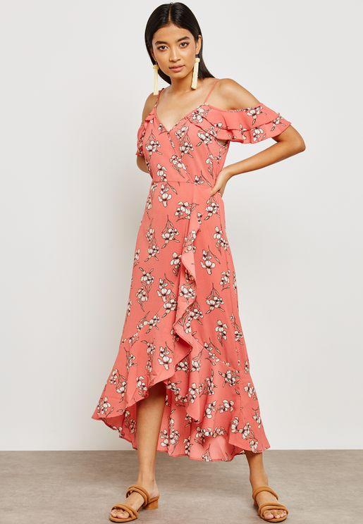 فستان بطبعات ازهار واكتاف عارية