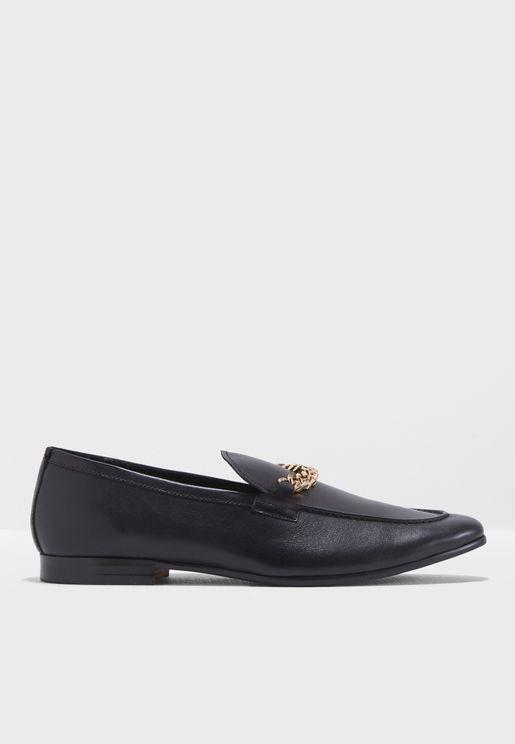 حذاء رسمي مزين بسلسلة