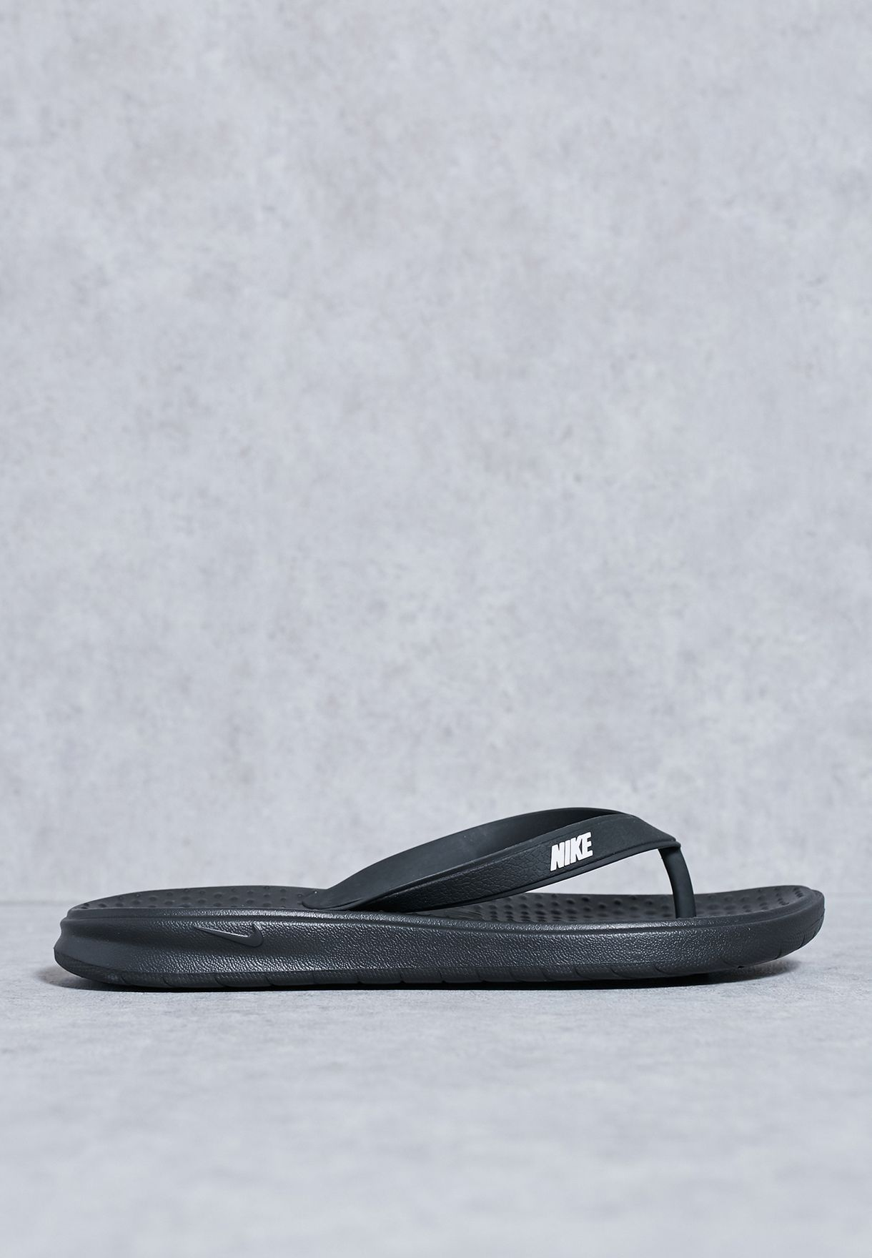 2e86be578898 Shop Nike black Solay Thong 882690-005 for Men in UAE - NI727SH73ZAO