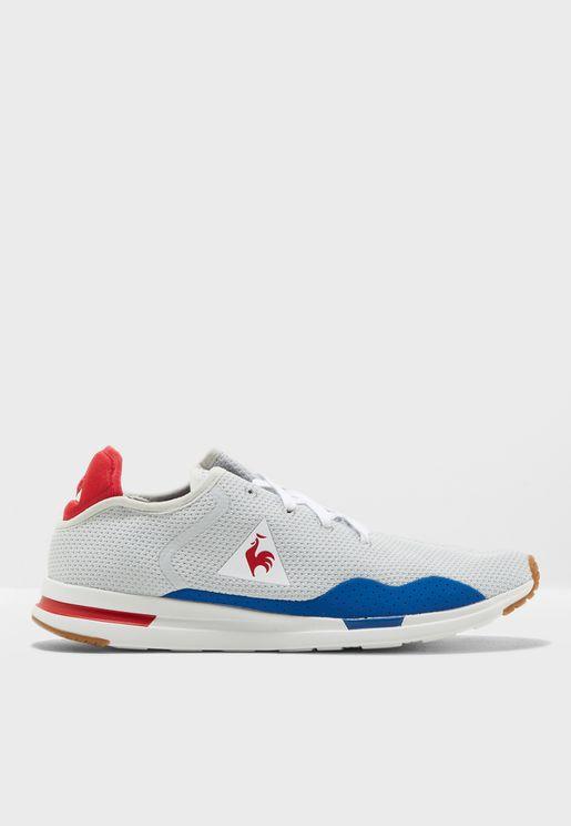 حذاء رياضة سولاس
