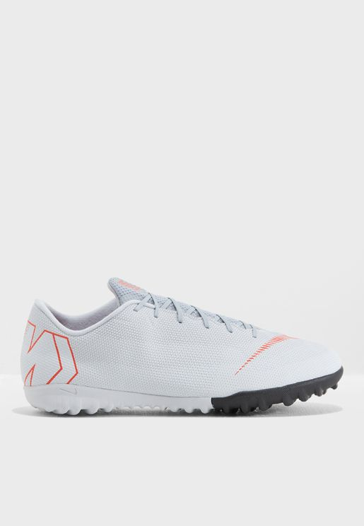 حذاء فابور اكس 12 برو للاسطح العشبية