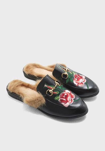 """حذاء """"لوفر"""" مطرز"""
