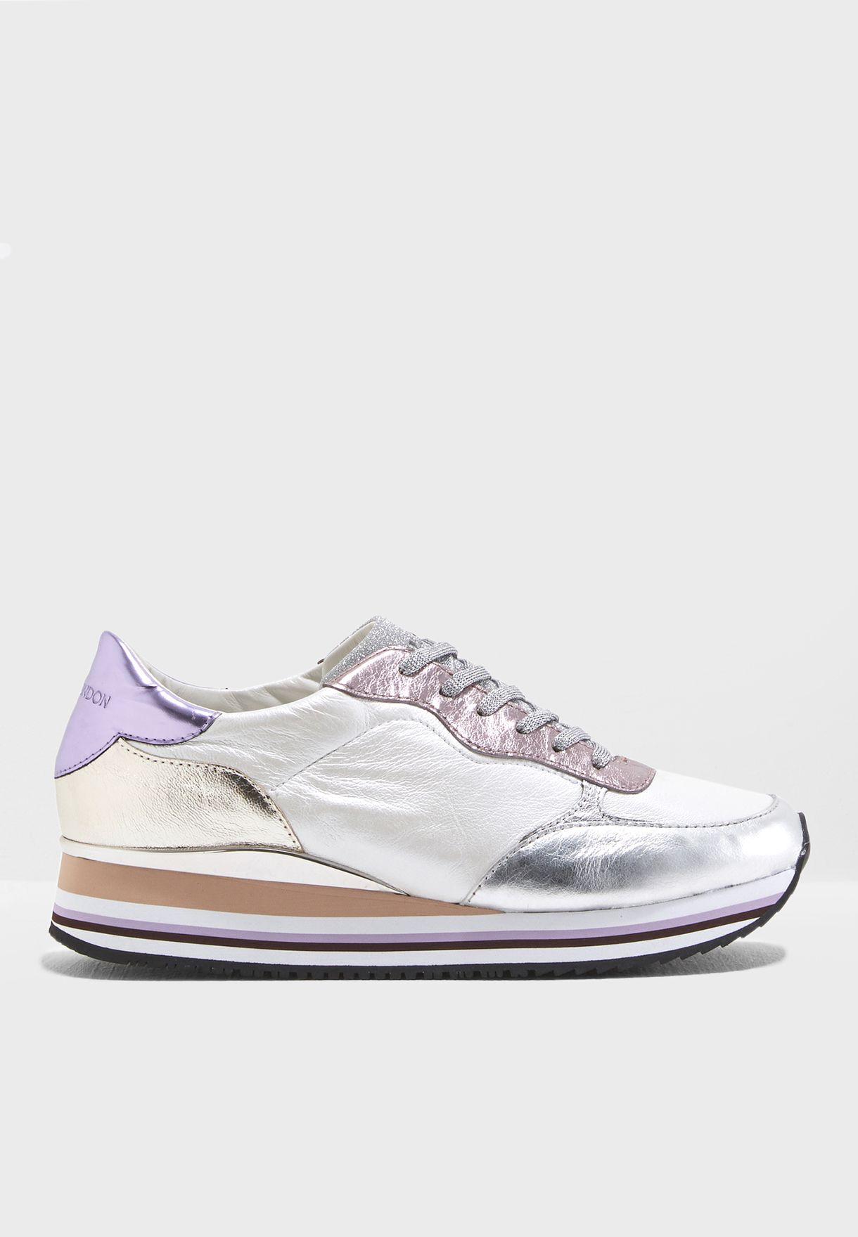Dynamic Low Top Sneaker