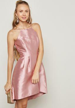فستان بحواف غير متماثلة في الطول