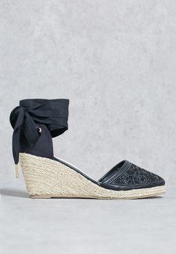Tie up wedge sandal