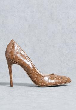 حذاء بجلد تمساح
