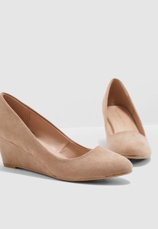 حذاء كلاسيكي بكعب ويدج