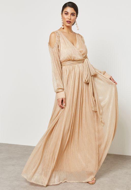 فستان بنمط لف واكتاف عارية