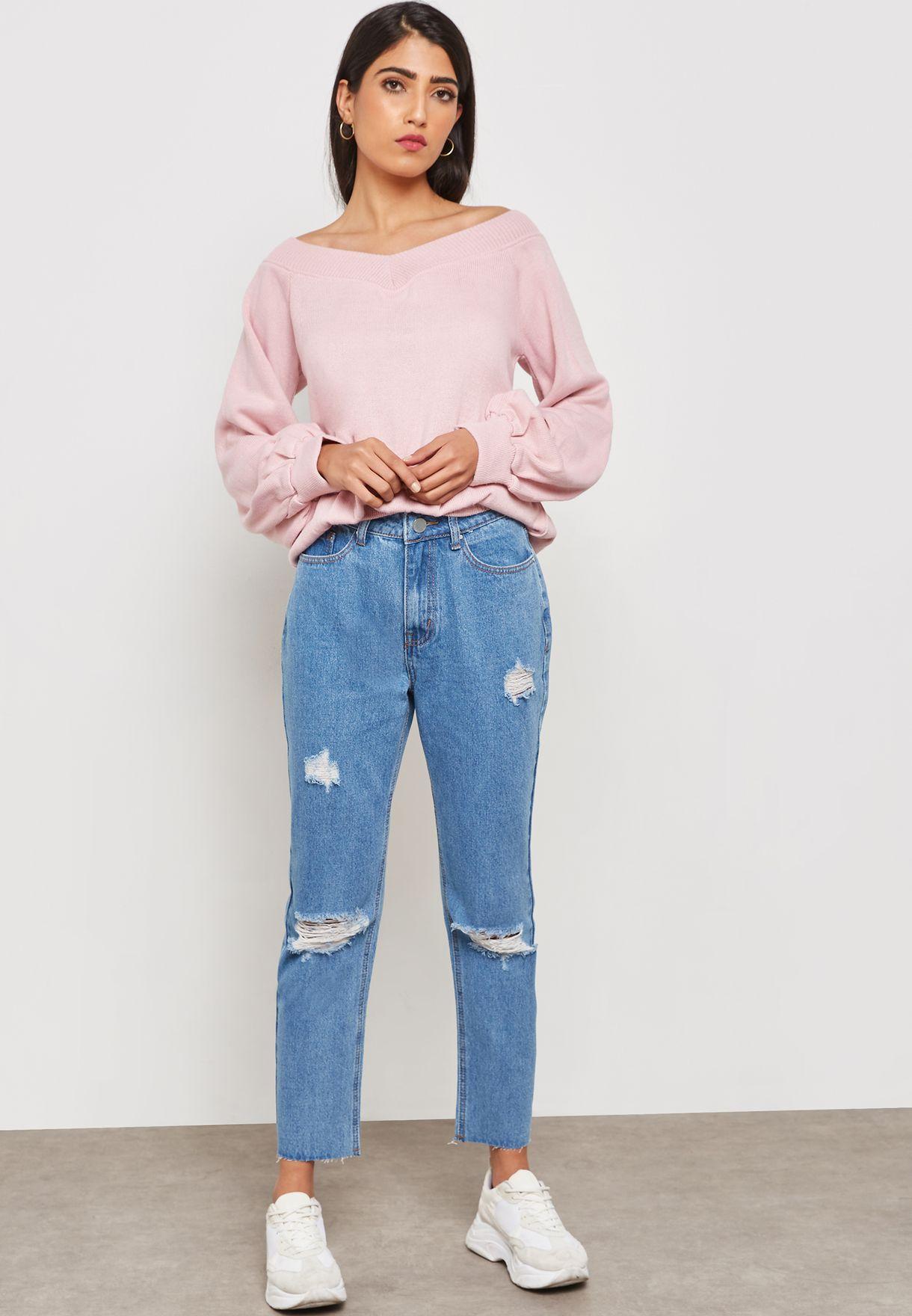 جينز الامهات بأجزاء ممزقة
