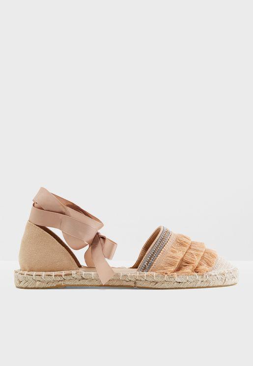 حذاء اسبادريل مزين بشراشيب
