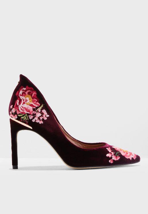 حذاء مطرز بازهار