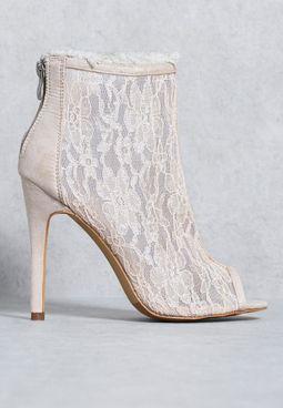 حذاء بارتفاع الكاحل