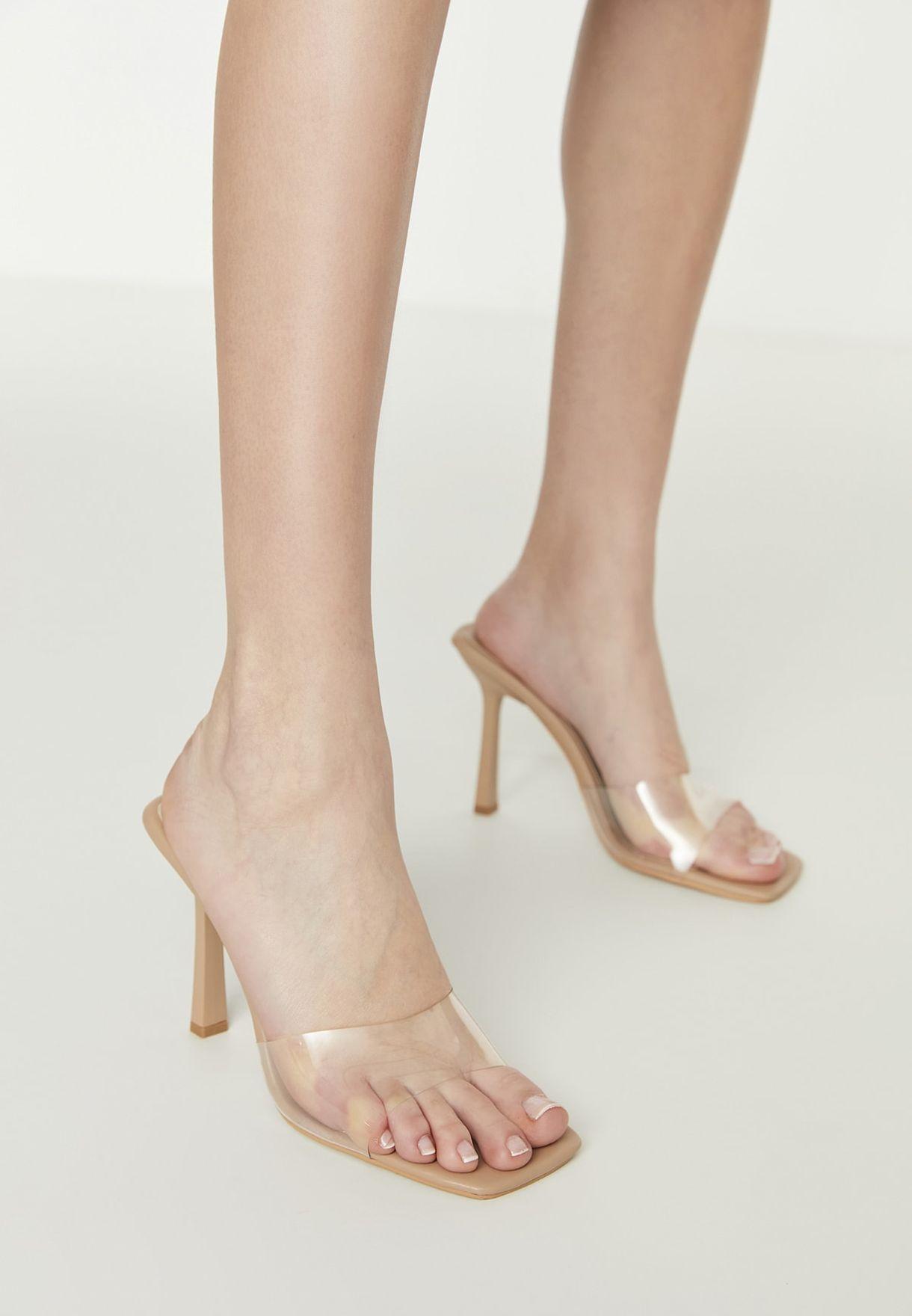 حذاء شفاف بكعب عالي