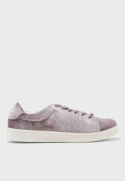 Melvet- Low Top Velvet Sneakers