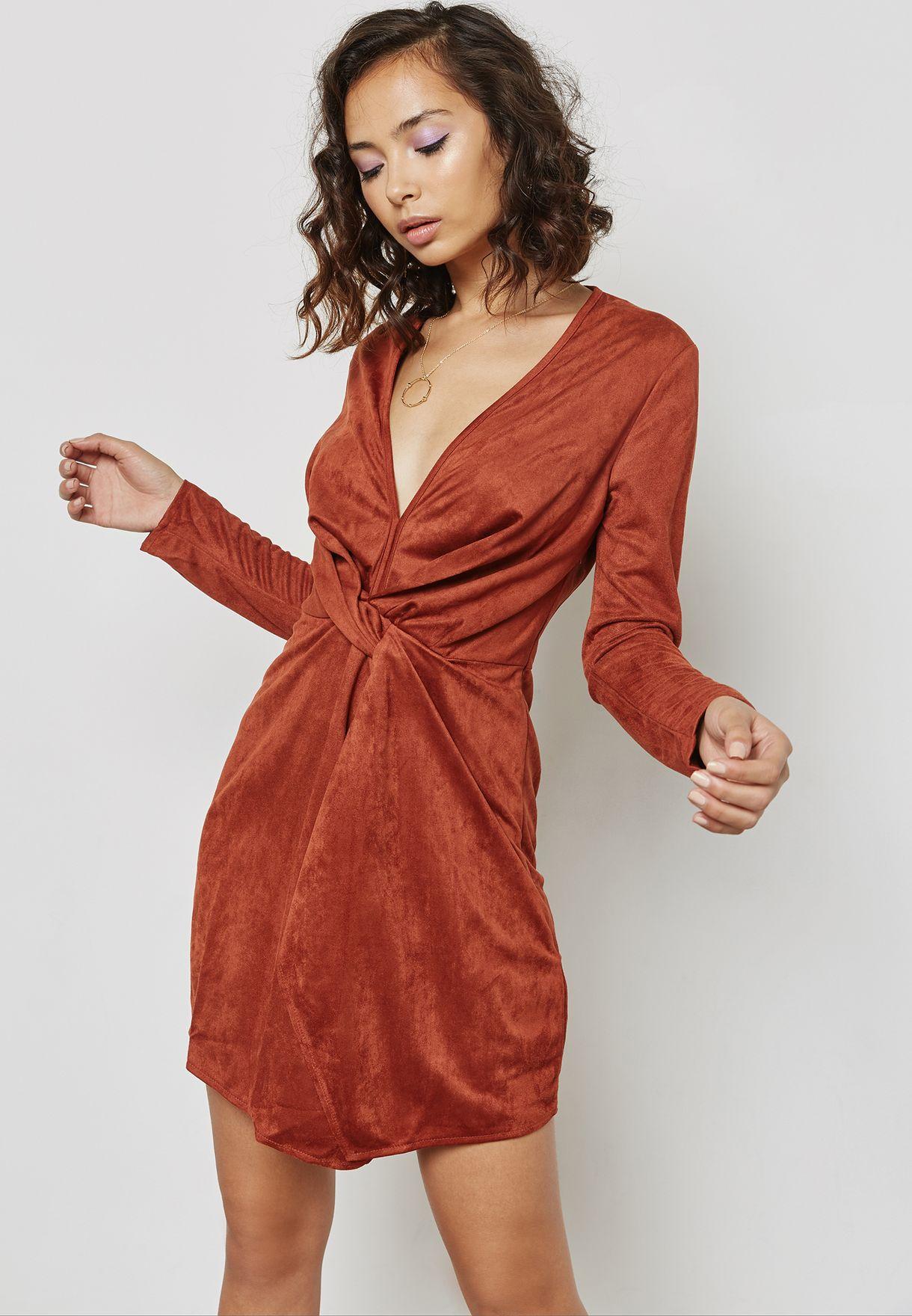 فستان بعقدة