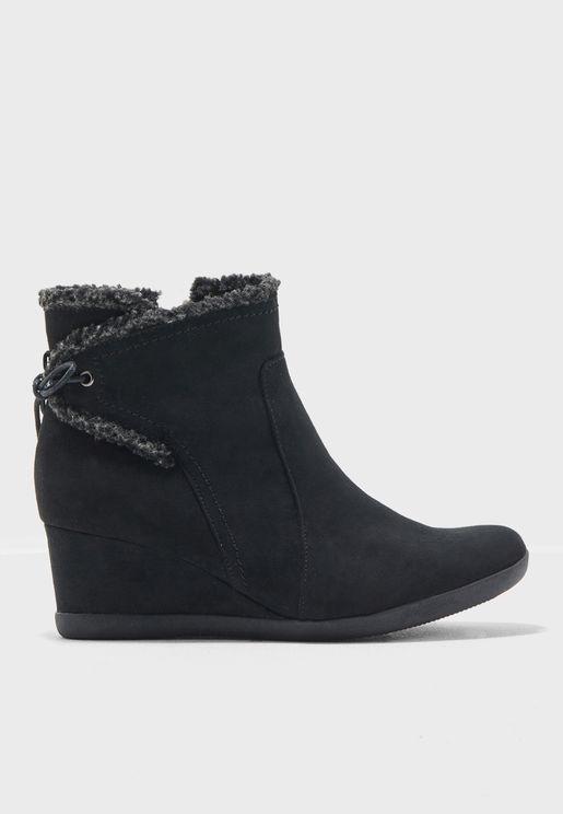 حذاء بأرتفاع الكاحل مع كعب روكي