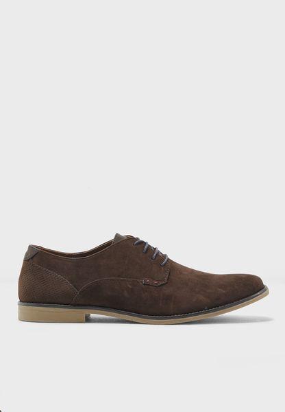 حذاء شامواه بأربطة