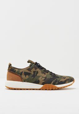 حذاء سنيكر