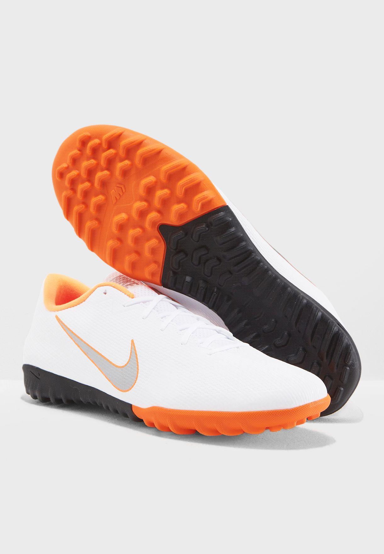 حذاء فابوركس 12 اكاديمي لأرض العشبية