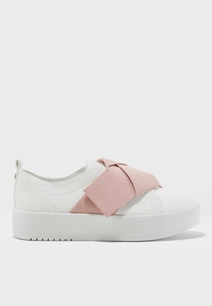 Wide Band Flatform Sneaker