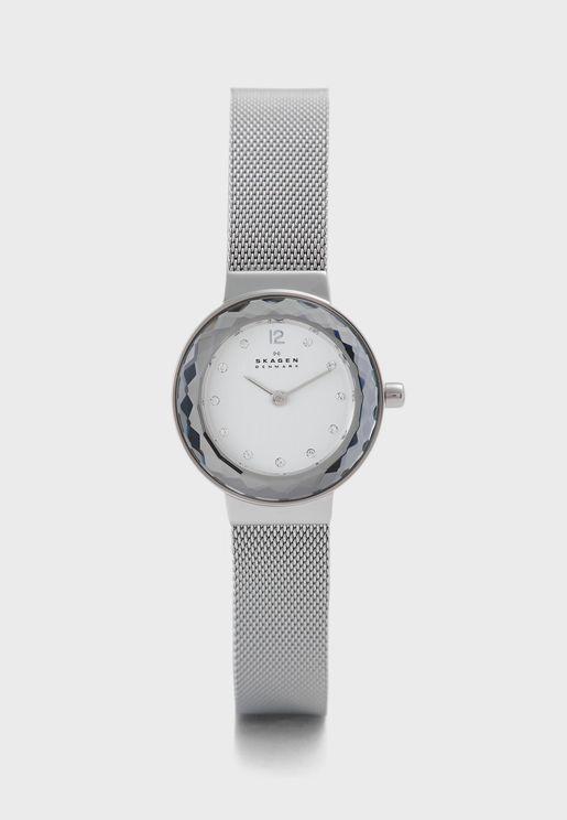 ساعة Leonora