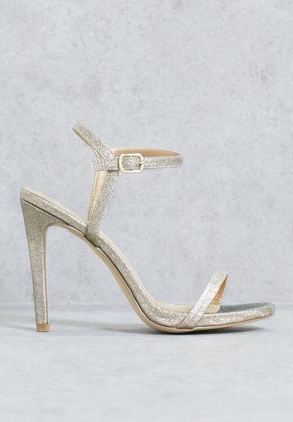 حذاء بكعب مستدق