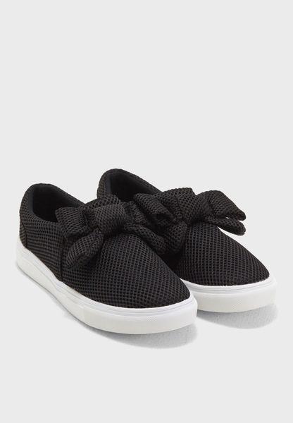 حذاء سهل الارتداء بفيونكة