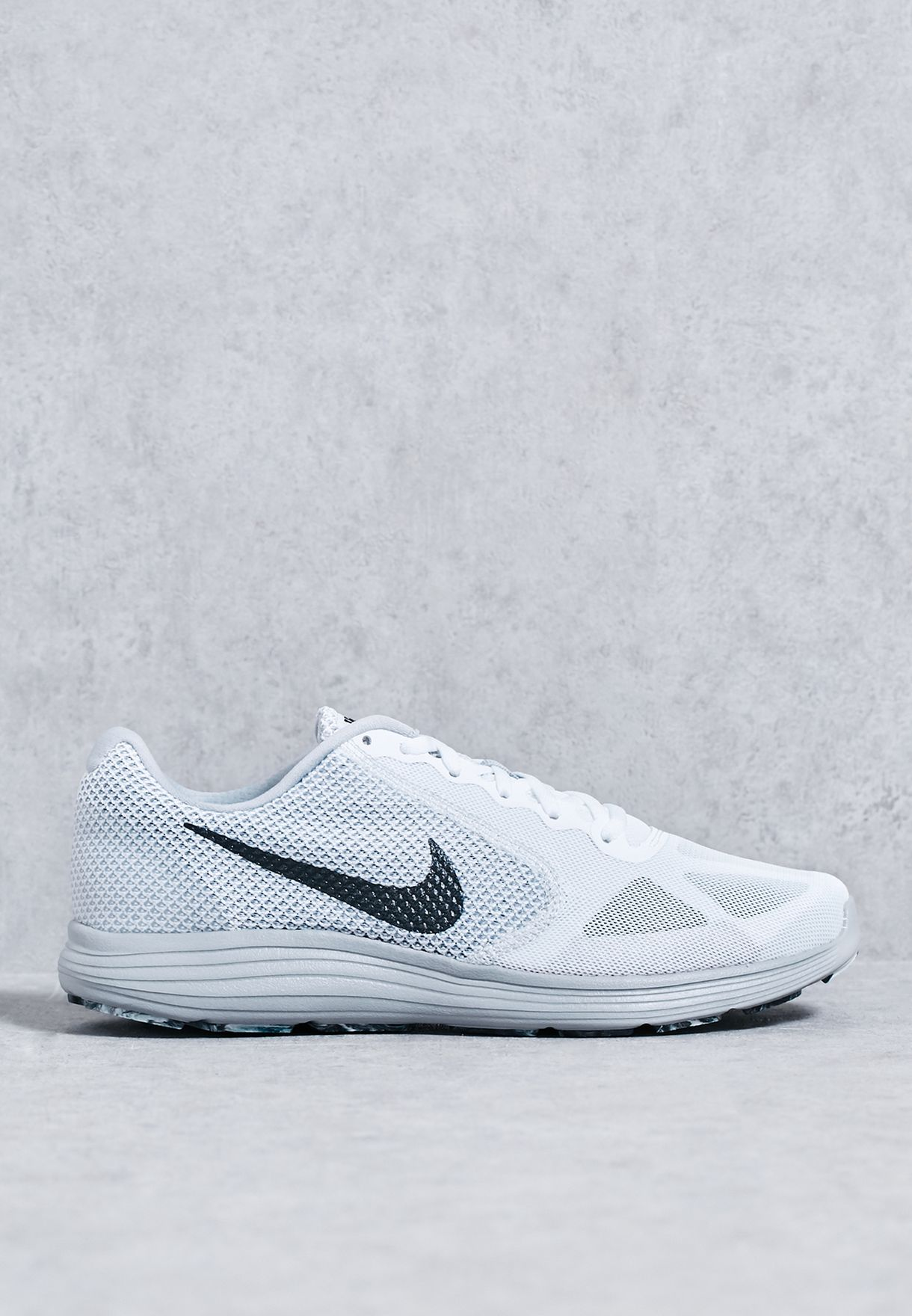 best website 3519c 041e3 Shop Nike white Revolution 3 819300-102 for Men in UAE - NI727SH72TCT