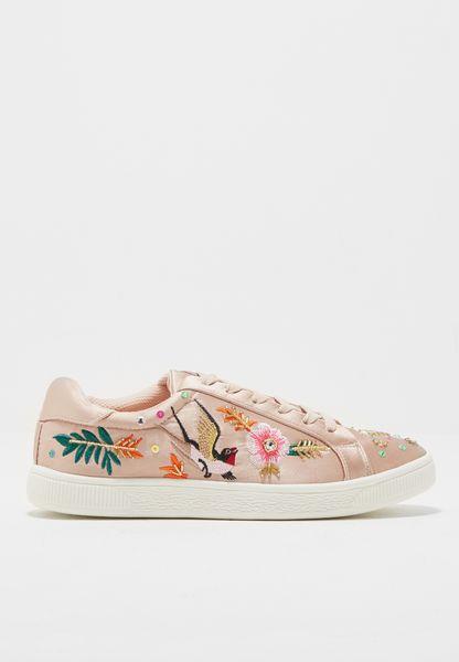 حذاء ستان مطرز