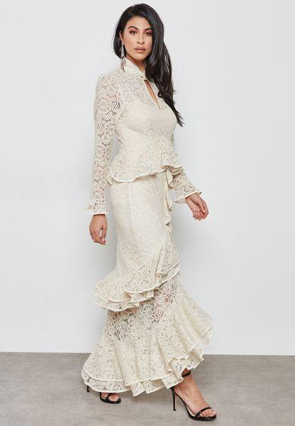 فستان مزين بكشاكش
